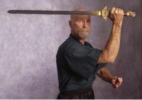 Ken Van Sickle mit einem Tai Chi Schwert
