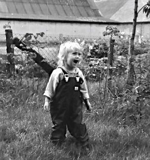 Abb.: Kindheit - Neugierig die Welt entdecken