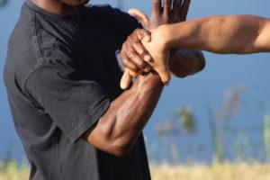 Über Hebel in der Kampfkunst