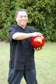 Lau Kung King mit Tai Chi Ball